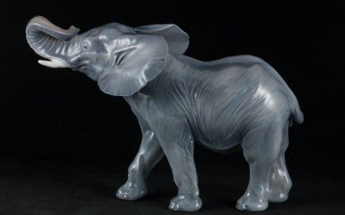 Фарфоровая статуэтка слона с поднятым хоботом, Royal Copenhagen